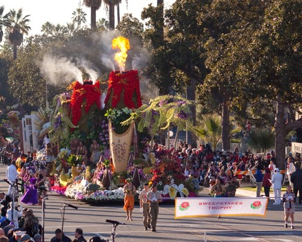 It's Sweepstakes number 5 for Dole, number 22 for Fiesta in 126th Rose Parade